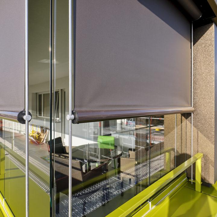 balkonverglasung mit beschattung