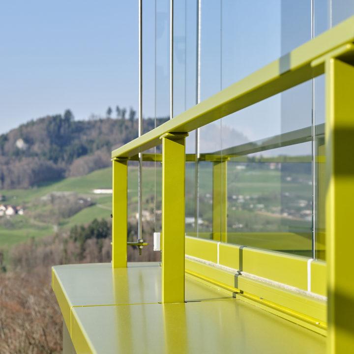 balkonverglasung mit schöner aussicht