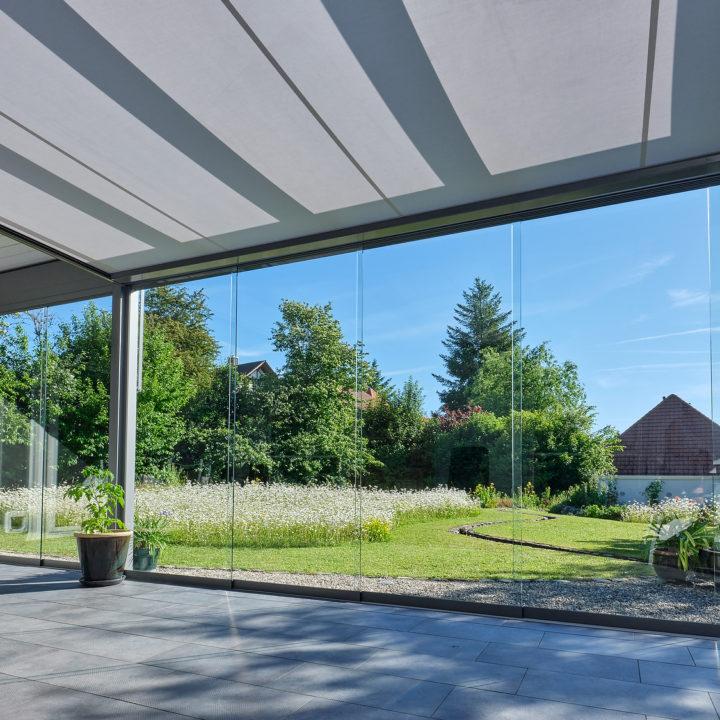 innenansicht glasflachdach mit unterdachmarkise