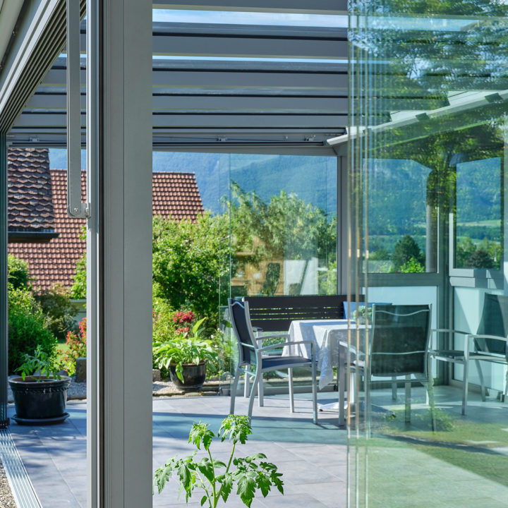 glasflachdach-mit-ansicht-bodenbuendiger-ganzglasschiebewand