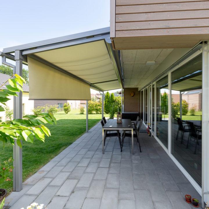 glasdach mit beschattungssystem oben und seitlich