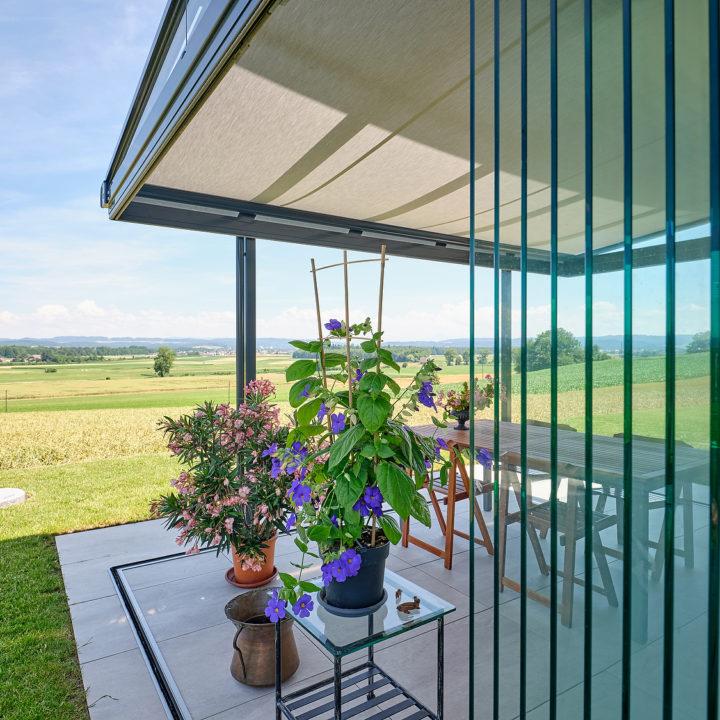 glashaus sicht in die schoene natur