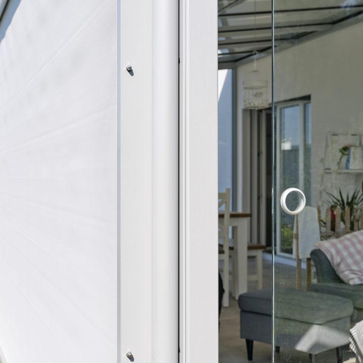 glashaus mit senkrechtbeschattung