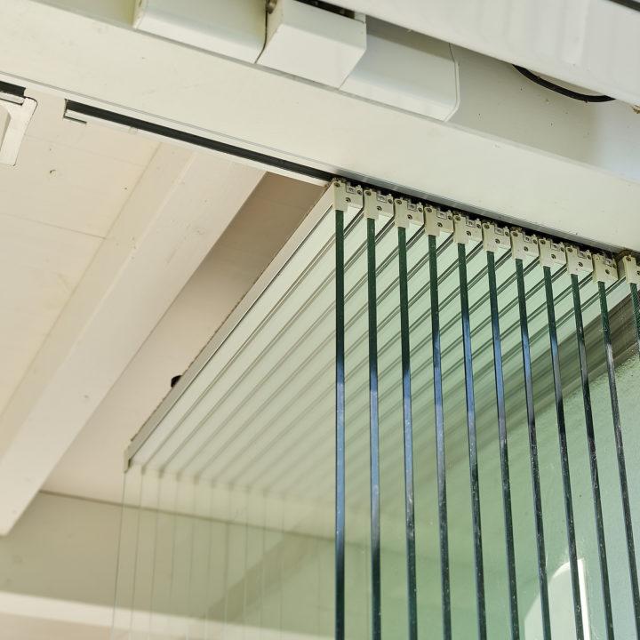 ganglasschiebefaltwaende gefuehrt in aluminiumprofil